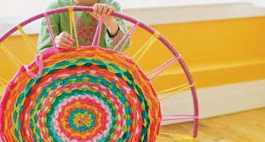 How to Make a Rug From a Hula Hoop & T-shirts!