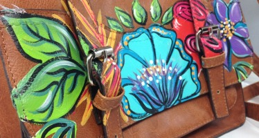 Thrift Store Makeover: Painted Purses #FindTheFind
