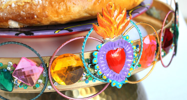 3 Kings Day Craft: Bejeweled Cake Stand