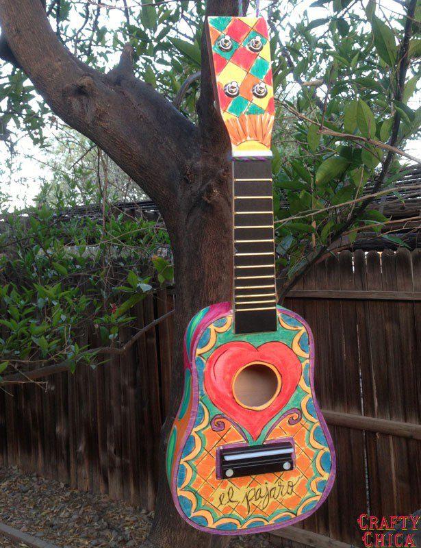 ukulele-birdhouse-diy